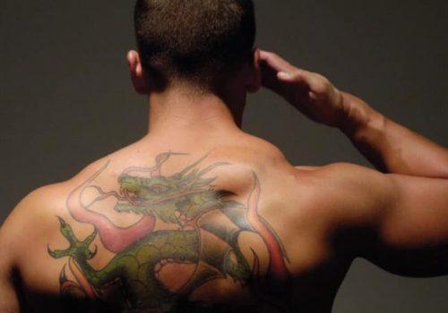 Новый подход к татуировке и рекламе — реклама на спине